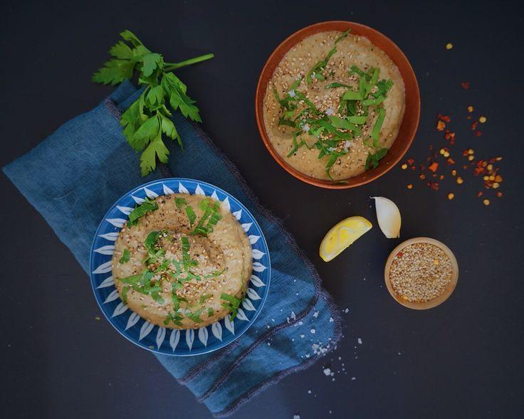 Baba Ganoush er en lækker arabisk aubergine dip  Velkommen til Vanløse Blues – dette er mit allerførste indlæg og jeg glæder mig til at dele min kærlighed for mad…