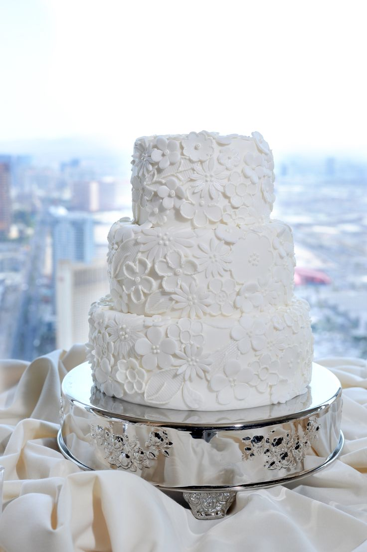 floral wedding cake chapel in the clouds at the stratosphere hotel las vegas