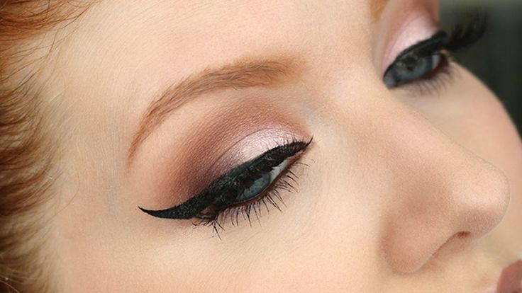 Winged Eyeliner Tutorial | NEW STAMP - Does It Work? - YouTube