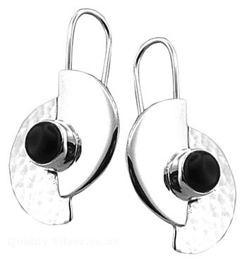 Tianguis Jackson Silver and Onyx Semi Circle Earrings http://www.qualitysilver.co.uk/Jewellery/Tianguis-Jackson-Silver-and-Stone-Set-Earrings.html