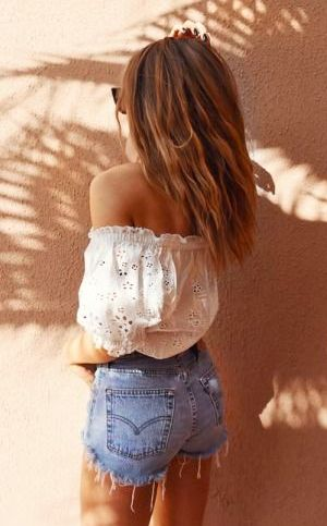 I love these off shoulder tops, I need to get some when I have the chance