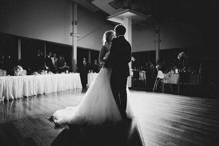 Buongiorno carissime amiche.Il ballo degli sposi...un momento senz'altro emozionante.Sulle note di quale canzone lo farete? #wedding #weddingplanner #matrimonio #matrimoniopartystyle #ballosposi #bride #bridal #futurisposi