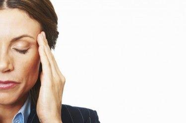 Вы узнаете: Что такое мигрень? Каковы причины возникновения и симптомы мигрени? Как лечить мигрень? Как предотвратить возникновение приступов мигрени?