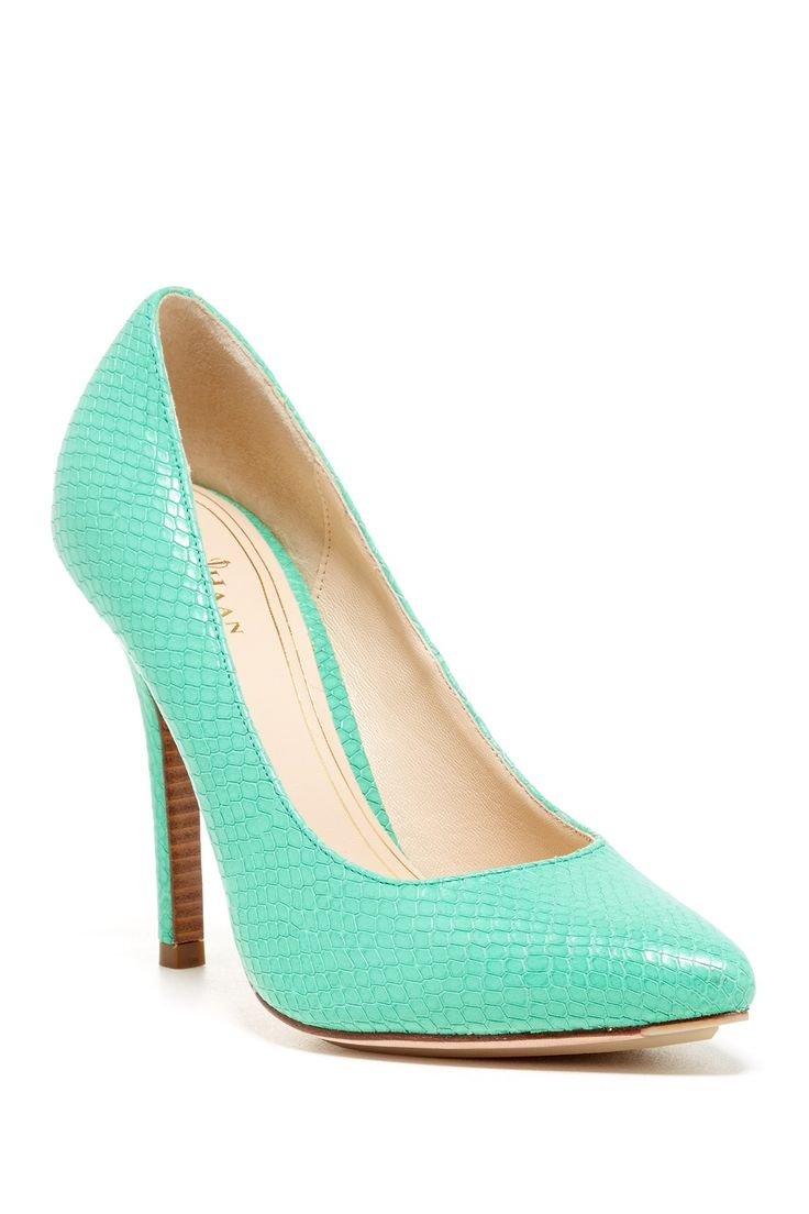 Classic, timeless design in a comfortable, closed toe pump stiletto heel that you will love to wear. Pointed toe slip on heel with a slightly padded insole and additional design elements to ensure maximum comfort.
