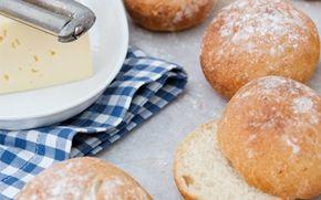 Irske boller med kartoffel De mosede kartofler giver fugt, elasticitet og smag til disse boller, der er skønne med ost på til en kop te eller som tilbehør til en tallerken varm suppe.