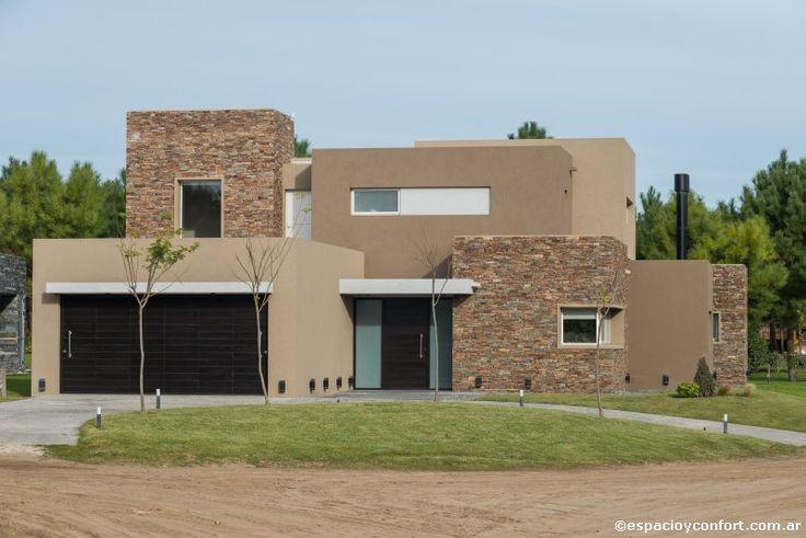 Un trazado obediente a su destino, materiales nobles y una estética contemporánea, hacen de la casa creada por el estudio Distefano – Rodríguez un espacio de encuentro con el disfrute./><meta property=