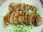 楽天が運営する楽天レシピ。ユーザーさんが投稿した「フライパン1つで20分♪豚ヒレブロック肉で焼豚」のレシピページです。豚ヒレ肉といえばカツ。でも衣つけが面倒だしカロリーも気になります・・・。ヘルシーで短時間で簡単にできるレシピです。肉のタレを使い、野菜もたくさん食べられます♪。焼豚・煮豚・チャーシュー。豚ヒレブロック肉,にんにく(すりおろし),しょうが(すりおろし),しょう油,酒,みりん,砂糖,あったら、ウェイパーor鶏がらスープ粉末,(付け合せ)にんじん,(付け合せ)キャベツ