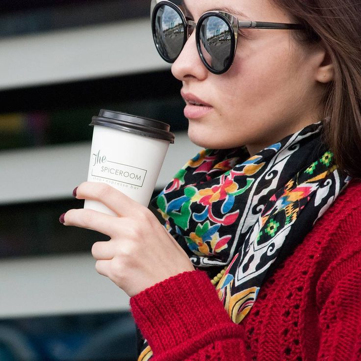 Движение - это жизнь! Мы знаем, что в понедельник вы очень заняты, поэтому быстро приготовим вам бодрящий кофе с собой.  Ждём вас с 9 утра в ТК Солнечная Галерея. #the_spiceroom #thespiceroom_coffee #coffee #created_by_averina