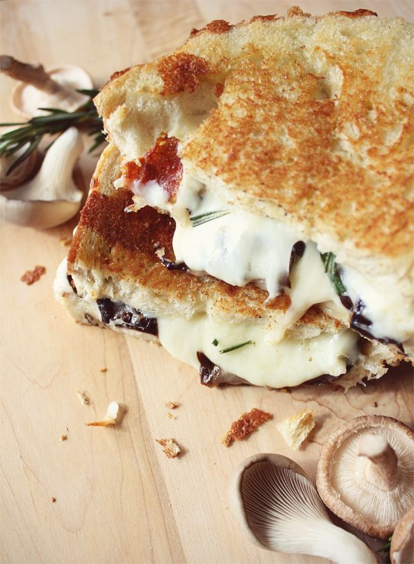Creamy Mozzarella Grilled Cheese with Balsamic Roasted Mushrooms #NationalSandwichDay