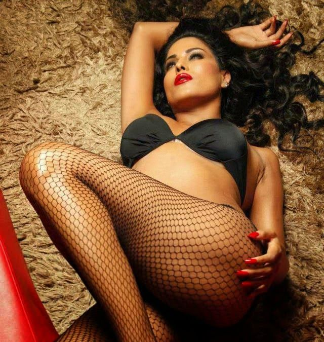 veena-malik-hot-sexy-bedroom-picture-soft-young-girls-nude