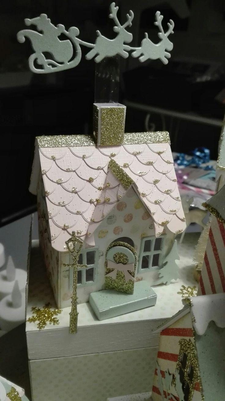 Huisjes van Tim Holtz gemaakt door Colette                                                                                                                                                                                 More