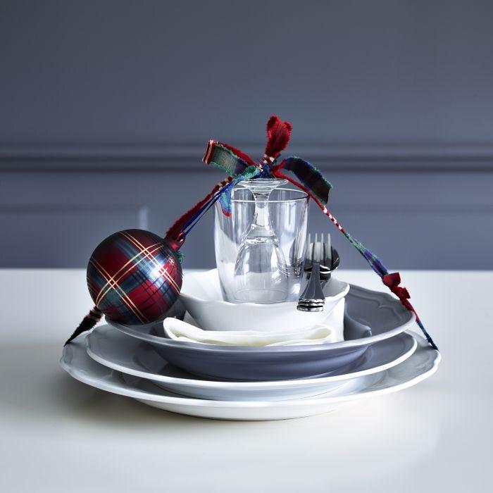 Είναι απόλαυση να ετοιμάζεις το γιορτινό μενού για τους αγαπημένους σου… Το ίδιο απολαυστικό είναι και το να διακοσμείς το γιορτινό τραπέζι!