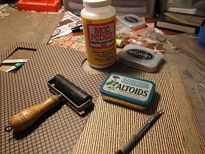 great tutorial for altoid tins - (This is really neat, just not sure what I would do with a fancy tin - JLT)