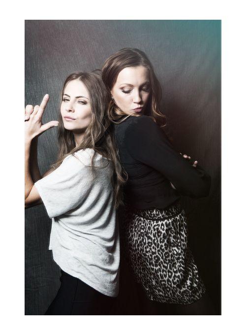 Willa Holland & Katie Cassidy