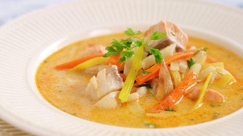 Kremet fiskesuppe med tomatpesto. Kok gjerne litt lengre. Nam!