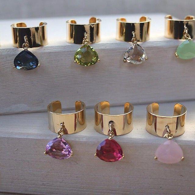 certi #anelli sono come le #caramelle, uno tira l'altro  #anchaca #ring #lovegold #anello #gold #chic #luxe #followthebuyers #colors #sapphire #aquamarine #pink #rosa #fucsia #hotpink #peridot #jewels #jewelry #gioielli #hominext #ringparty