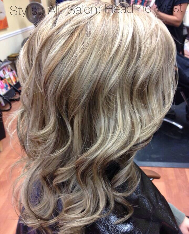Platinum blonde hair with lowlights, I want! Looks beautiful