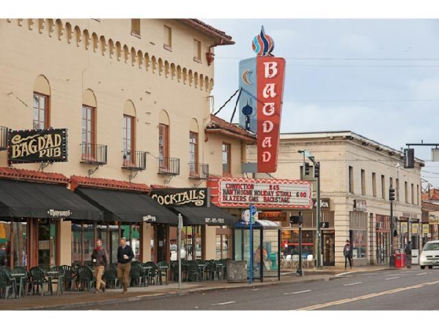 Bagdad Theatre, Hawthorne District, SE Portland, OR.