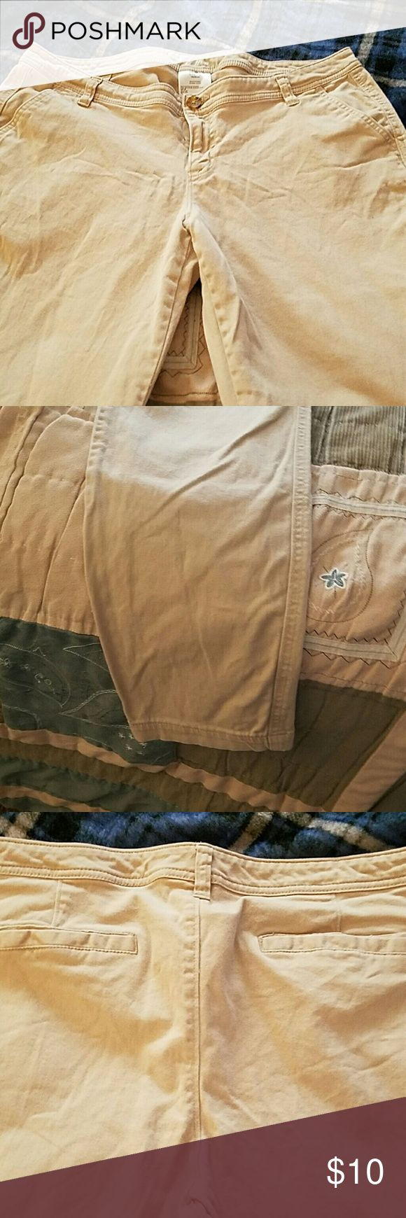 """Women's Dress Skinny Kakis TAN skinny dress kakis....tag says 14 petite...inseam is 23 inches. Pilling on the inside of """"crotch area"""" as pictured Old Navy Pants Skinny"""