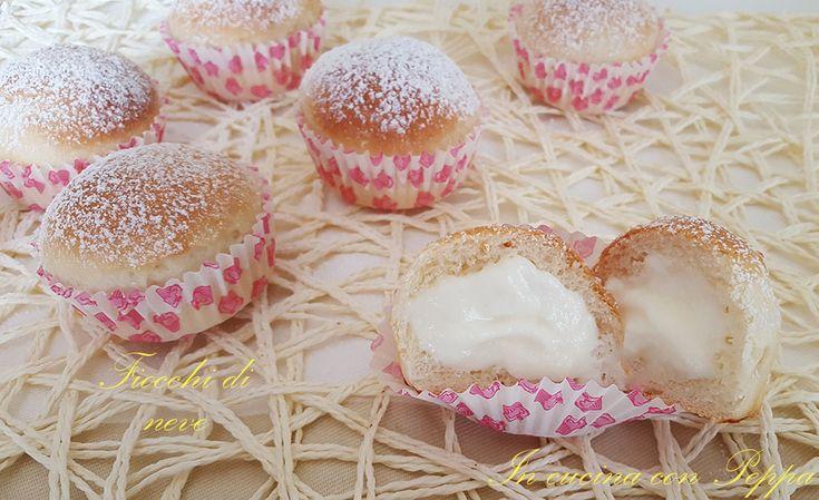 Fiocchi di neve, palline sofficissime ripiene di una deliziosa crema di ricotta