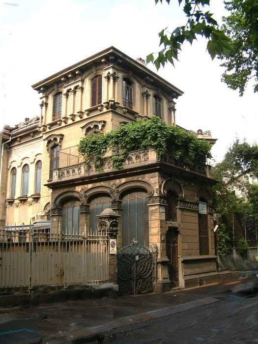 www.italialiberty.it   Villino Raby di Pietro Fenoglio, Torino. Progettato nel 1901 da Pietro Fenoglio, il villino vide la partecipazione di Gottardo Gusson.