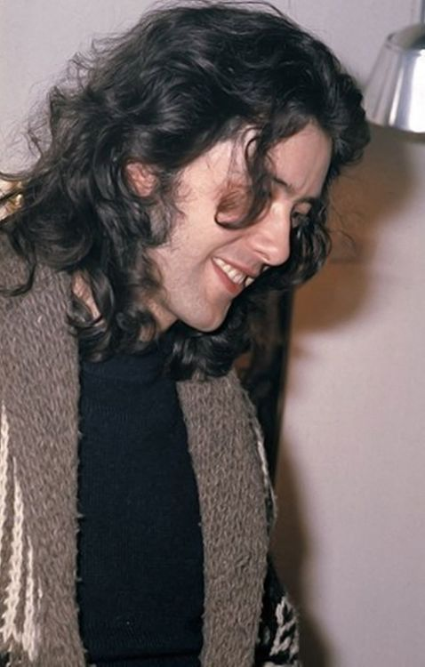Jimmy, Jimmy, Jimmy Page. A sweeter smile is rarely seen. <3