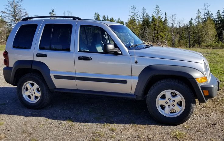 My 2006 Jeep Liberty Sport Diesel. Absolute mint top to