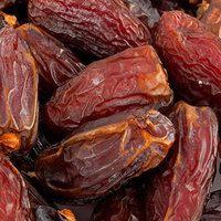 Чеснок — это один из самых полезных продуктов на планете! И все мы знаем, что многие люди во всем мире используют сырой чеснок как традиционное средство, чтобы контролировать высокое и низкое кровяное давление, высокий уровень холестерина; чтобы бороться с ишемической болезнью сердца; предостеречь себя от инфаркта, снижения кровотока из-за суженных артерий и атеросклероза. Считается, что чеснок предотвращает образование ангиотензина – гормона, а также помогает расслабить кровеносные сосуды…
