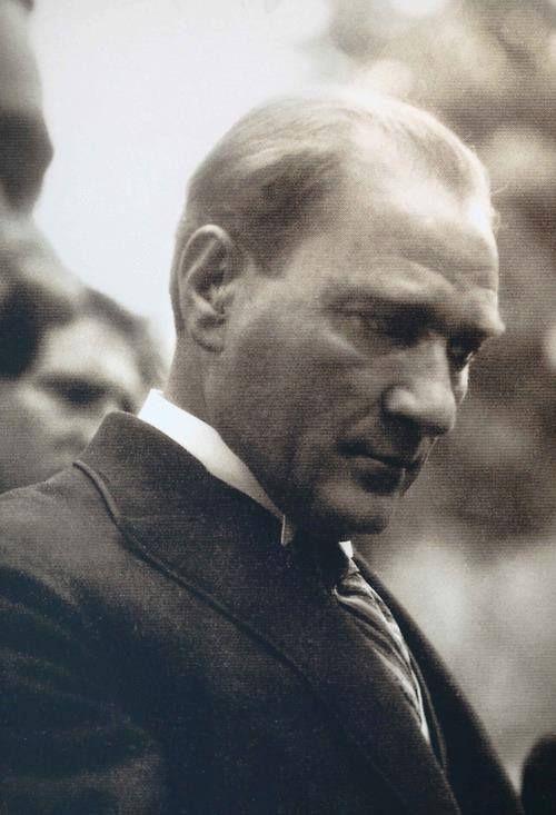 """Mustafa Kemal Atatürk  """"هؤلاء الأبطال الذين اُزهقت دمائهم وفقدوا أرواحهم, أنتم الأن ترقدون في تراب دولة صديقة, أرقدوا في سلام, ليس هناك فرق بالنسبة لنا بين جوونس ومحمد الذين سقطوا جنباً الى جنب في بلادنا. أيتها الامهات والذين أرسلوا أبناءهم من بلاد بعيدة, أمسحوا دموعكم, أبناءكم الان يرقدون في سلام, بعدما فقدوا حياتهم في هذه الأرض أصبحوا أبناءنا أيضاً.""""  أتاتورك"""