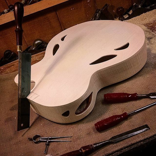 Cutting the dove tail........ #mirabellaguitars #mirabella #lutherie…
