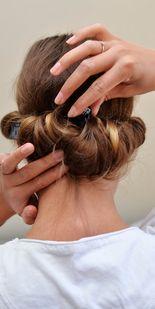 Fin frisyre i en fei: Tre enkle triks for langt hår - MinMote.no - Norges største moteside