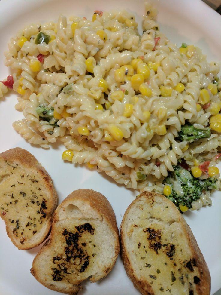[Homemade] Veggie pasta and garlic baguette
