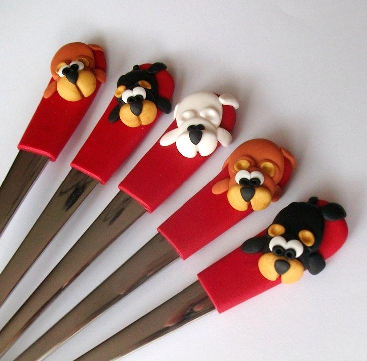 Máš také tak rád medvídky?:) Dezertní lžičky Barevné dezertní lžičky s třpytivým červeným držátkem a medvídky.. K dispozici jsou 3 medvídci lední, 3 medvídci hnědí a 3 medvídci černí Cena je za kus! Lžiček lze vyrobit tolik kusů, kolik si jen budete přát, ale jsou vyráběny ručně! KAŽDÝ KUS JE ORIGINÁL! Je možnost objednat s vybraným motivem i celou ...