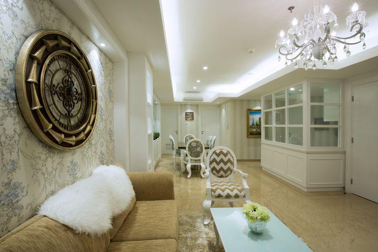 Lampu kristal yang mewah untuk ruang tamu menawan | Portofolio By : DX Interior (Interior Designer di Sejasa.com)
