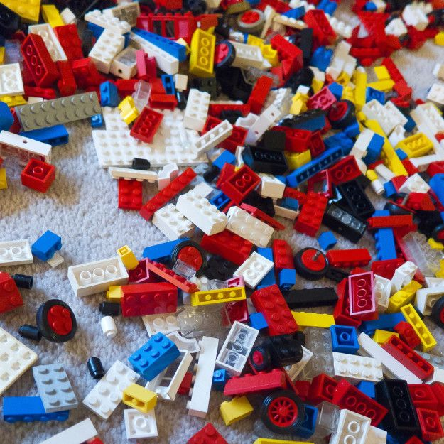 Die Zeit, als du auf dem Teppich sitzend in Legosteinen gewühlt hast, um das richtige Stück zu finden: