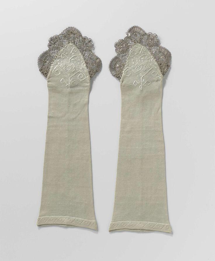 Mitaine van licht turquoise gebreide zijde, afgezet met zilverkant en op de hand gevoerd met brokaat, anoniem, ca. 1750