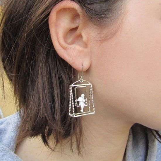 Earrings and pendants from the Snapshots collection depict people that are sitting on a park bench, resting in a chair or simply communicate in a comfortable place.