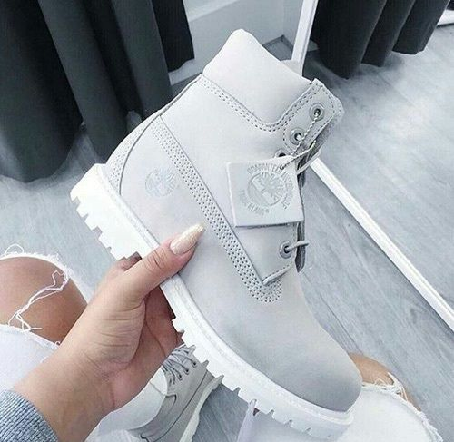 Image de timberland, grey, and shoes | Pinterest: callistacvs (for more inspirations! Hair, makeup/beauty, celebrities, airport styles, accessories, sneakers/shoes, bathing suits/bikini, inspirational quotes)                                                                                                                                                     More