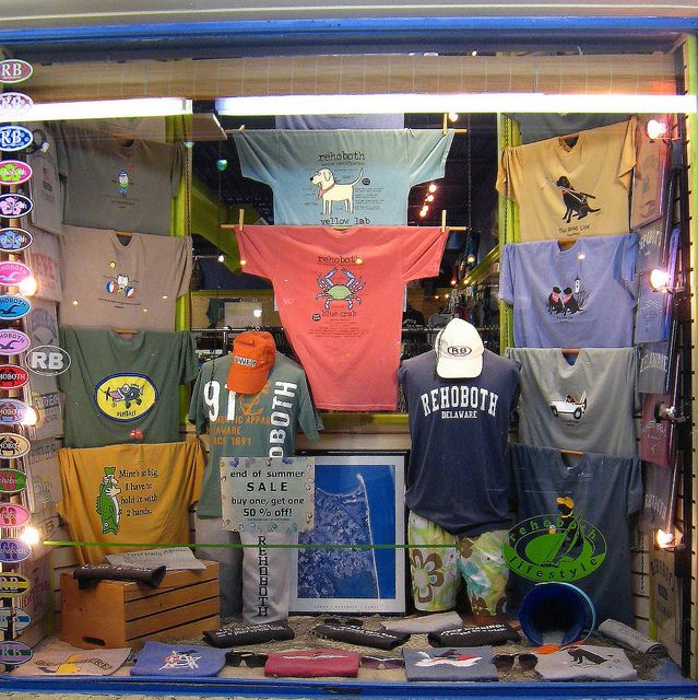 25 best ideas about shirt displays on pinterest tshirt for Retail shirt display ideas