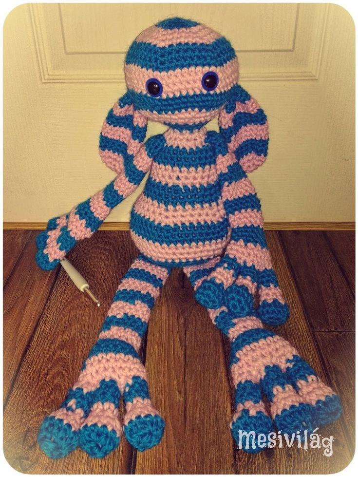 New giant from Edward's Crochet Imaginarium. Yarn: Drops Andes, 60 cm tall / Újabb óriás az Edward fantáziabirodalma c. könyvből. Drops Andes fonalból, 60 cm magas