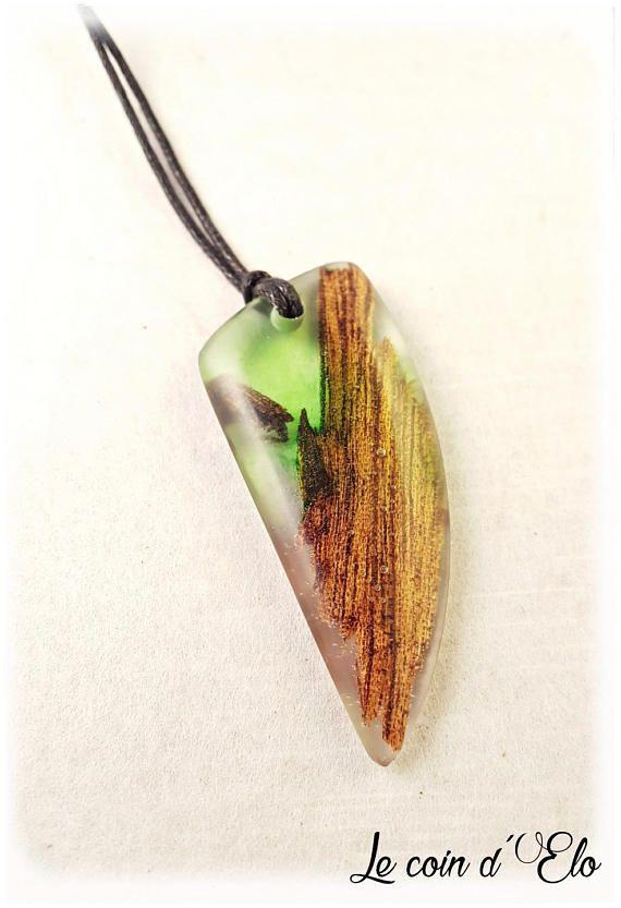 Collier / pendentif résine verte et bois