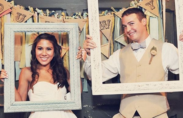 creative wedding photo ideas with vintage frames