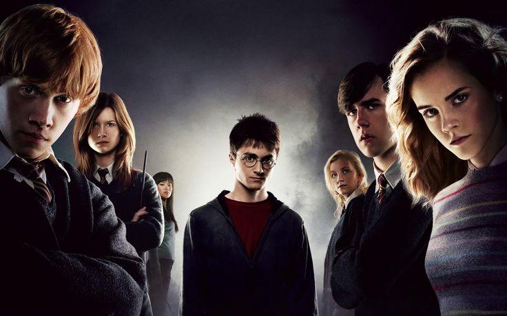 As estrelas do filme de Harry Potter Rupert Grint (Rony Weasley), Bonnie Wright (Gina Weasley), Matthew Lewis (Neville Longbottom), Evanna...
