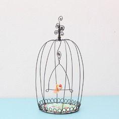Mini cage à poser en fil de fer et son mini piou