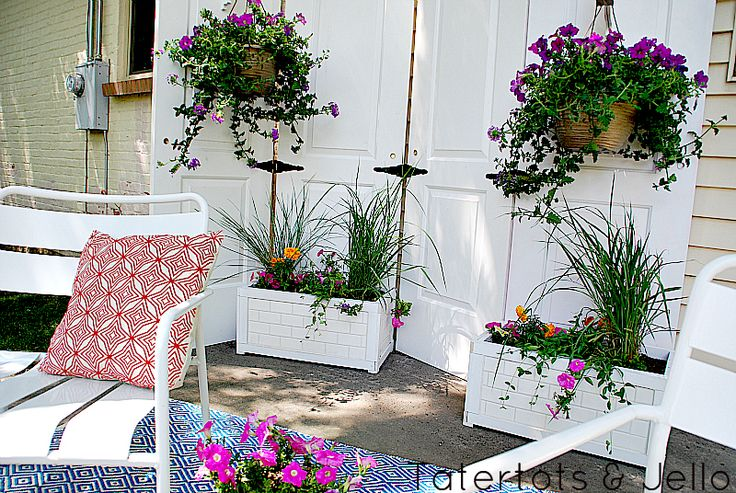 patio privacy screen and subway tile planters: Closet Doors, Diy'S, Outdoor Patio, Tile Planters, Diy Outdoor, Subway Tiles, Patio Privacy, Planters Boxes, Outdoor Privacy Screens