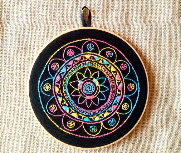 Mandala bordada à mão