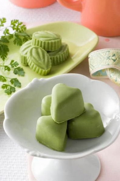 aiya matcha matcha white chocolate salted caramel bonbons green tea matcha nomnom. Black Bedroom Furniture Sets. Home Design Ideas
