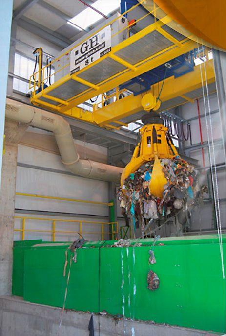 Instalación de grúa GH Cranes & Components de 8t. con utillaje de pulpo para trabajo en el sector de los residuos sólidos urbanos. Caudete de las Fuentes, Valencia.