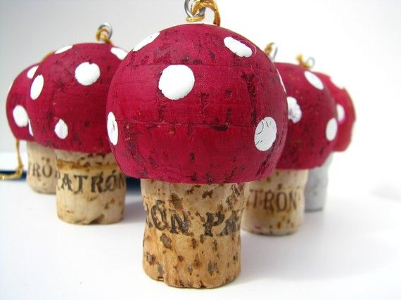 cork mushroom... i thought of doing this when i looked at my new cork... so this craft WILL be done!