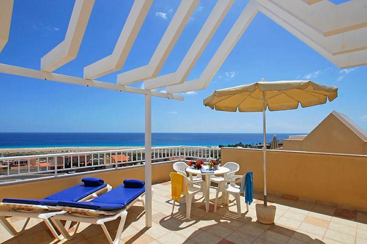 Description: Uitstekend gelegen ruime appartementen met schitterend zicht op zee   Kleinschalig rustig met schitterend uitzicht op de oceaan Als je tijdens je vakantie het onderste uit de kan wil halen dan ben je bij de Villas Monte Solana op het juiste adres. Het zonnige zalmroze gebouw van slechts 17 appartementen ligt lekker rustig zodat je met je hele gezin of vriendenkring kunt ontspannen met elkaar. Tegelijkertijd ligt Villas Monte Solana op makkelijke rij-afstand van het centrum van…